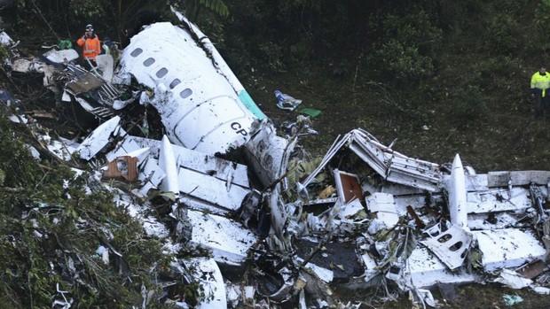 9 tai nạn hàng không thảm khốc của làng bóng đá thế giới: 8 cầu thủ MU thiệt mạng, 18 chàng trai Zambia bỏ dở ước mơ World Cup - Ảnh 7.