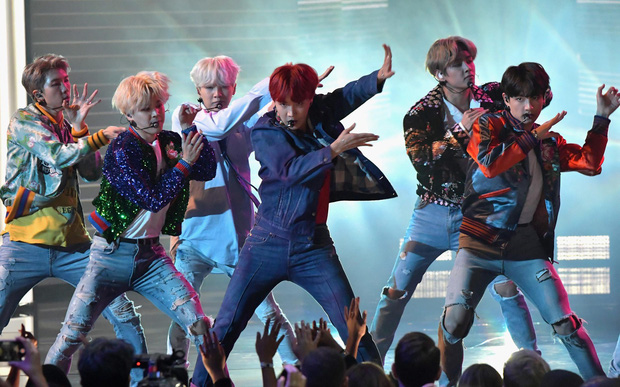 Còn 2 tháng nữa mới hết 2018 nhưng số bài hát đã ra mắt của BTS trong năm sẽ khiến bạn phải bất ngờ - Ảnh 5.