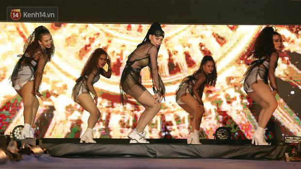 10 sao đình đám bậc nhất Vpop lần đầu đồng loạt quy tụ, trình diễn máu lửa trên cùng một sân khấu - Ảnh 9.