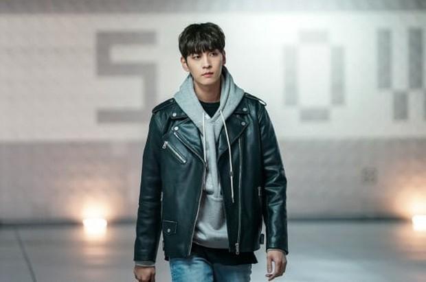 Bạn trai Park Shin Hye hoá fanboy quốc dân, cưới được idol Sooyoung trong phim mới - Ảnh 3.