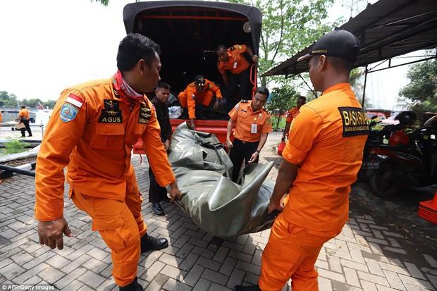 Cứu hộ máy bay Indonesia chở 189 người rơi xuống biển: Không hy vọng có người sống sót - Ảnh 1.