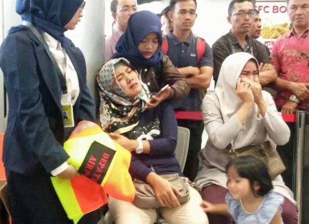 Cứu hộ máy bay Indonesia chở 189 người rơi xuống biển: Không hy vọng có người sống sót - Ảnh 8.
