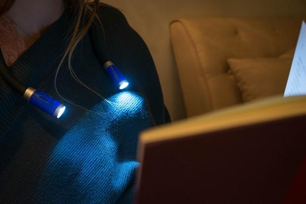 Loạt đèn đọc sách nhỏ mà có võ giúp hội mọt cày truyện thâu đêm suốt sáng - Ảnh 6.