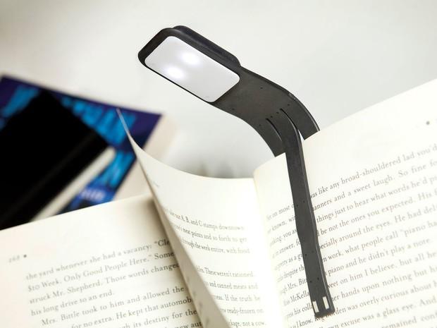 Loạt đèn đọc sách nhỏ mà có võ giúp hội mọt cày truyện thâu đêm suốt sáng - Ảnh 5.