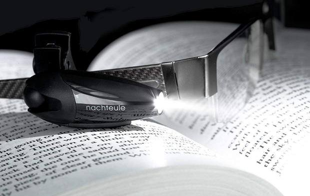 Loạt đèn đọc sách nhỏ mà có võ giúp hội mọt cày truyện thâu đêm suốt sáng - Ảnh 2.