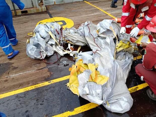 Cứu hộ máy bay Indonesia chở 189 người rơi xuống biển: Không hy vọng có người sống sót - Ảnh 6.