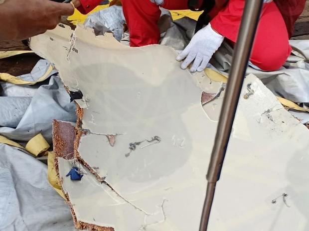 Cứu hộ máy bay Indonesia chở 189 người rơi xuống biển: Không hy vọng có người sống sót - Ảnh 7.