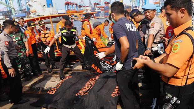 Cứu hộ máy bay Indonesia chở 189 người rơi xuống biển: Không hy vọng có người sống sót - Ảnh 3.
