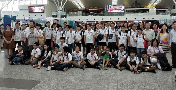 Kỷ lục: Việt Nam giành 8 Huy chương Vàng trong kỳ thi Olympic Toán và Khoa học Quốc tế 2018 - Ảnh 2.
