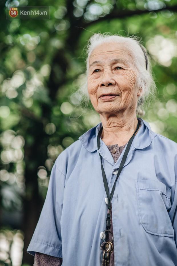 Cụ bà được mệnh danh nữ hùng vá săm vỉa hè Hà Nội: Nghỉ hưu sau 21 năm vá xe, bỏ rượu bia để sống khoẻ mạnh - Ảnh 11.