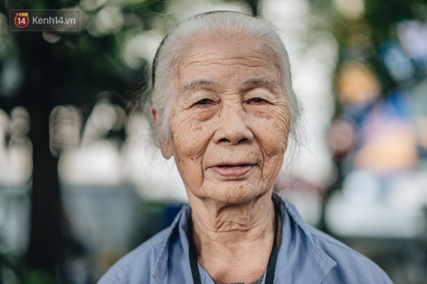 Cụ bà được mệnh danh nữ hùng vá săm vỉa hè Hà Nội: Nghỉ hưu sau 21 năm vá xe, bỏ rượu bia để sống khoẻ mạnh - Ảnh 7.