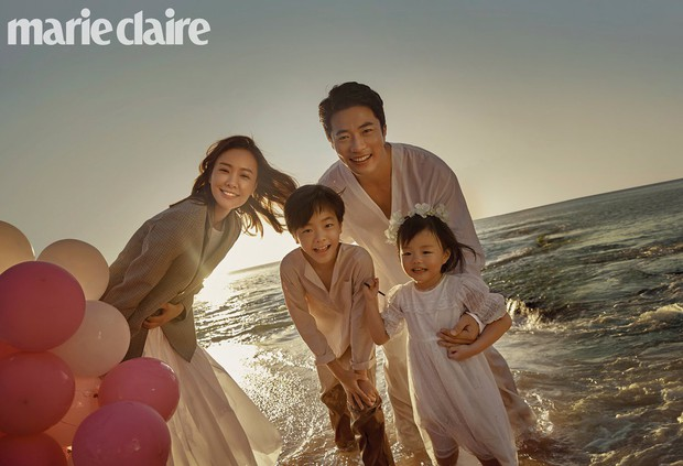 Ảnh kỷ niệm ngày cưới đẹp nhất xứ Hàn: Kwon Sang Woo, vợ Hoa hậu Hàn và 2 thiên thần sang như gia đình hoàng gia - Ảnh 1.