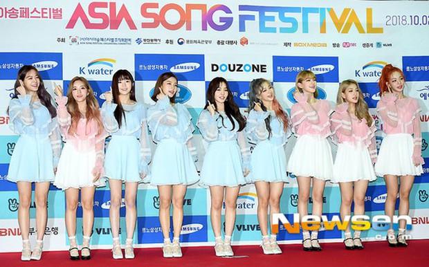 Thảm đỏ Asia Song Festival: Vũ Cát Tường lộ diện, nữ thần Nancy, Seventeen và dàn idol mặt trắng bệch thảm họa - Ảnh 21.