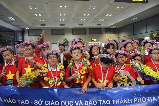 Kỷ lục: Việt Nam giành 8 Huy chương Vàng trong kỳ thi Olympic Toán và Khoa học Quốc tế 2018 - Ảnh 1.