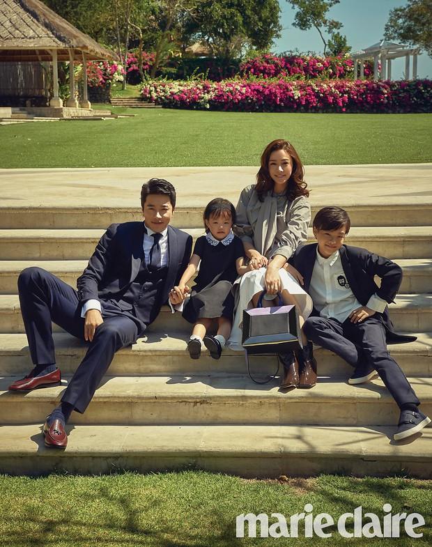 Ảnh kỷ niệm ngày cưới đẹp nhất xứ Hàn: Kwon Sang Woo, vợ Hoa hậu Hàn và 2 thiên thần sang như gia đình hoàng gia - Ảnh 3.