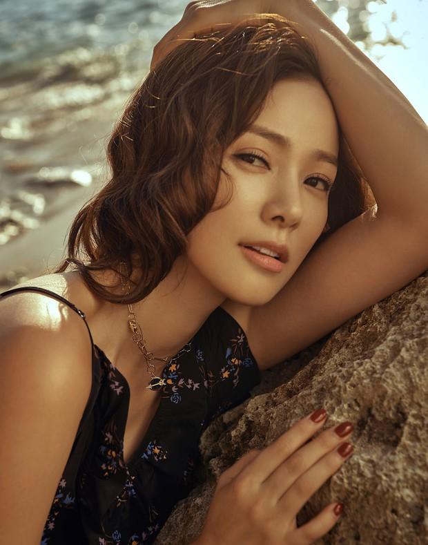 Ảnh kỷ niệm ngày cưới đẹp nhất xứ Hàn: Kwon Sang Woo, vợ Hoa hậu Hàn và 2 thiên thần sang như gia đình hoàng gia - Ảnh 8.
