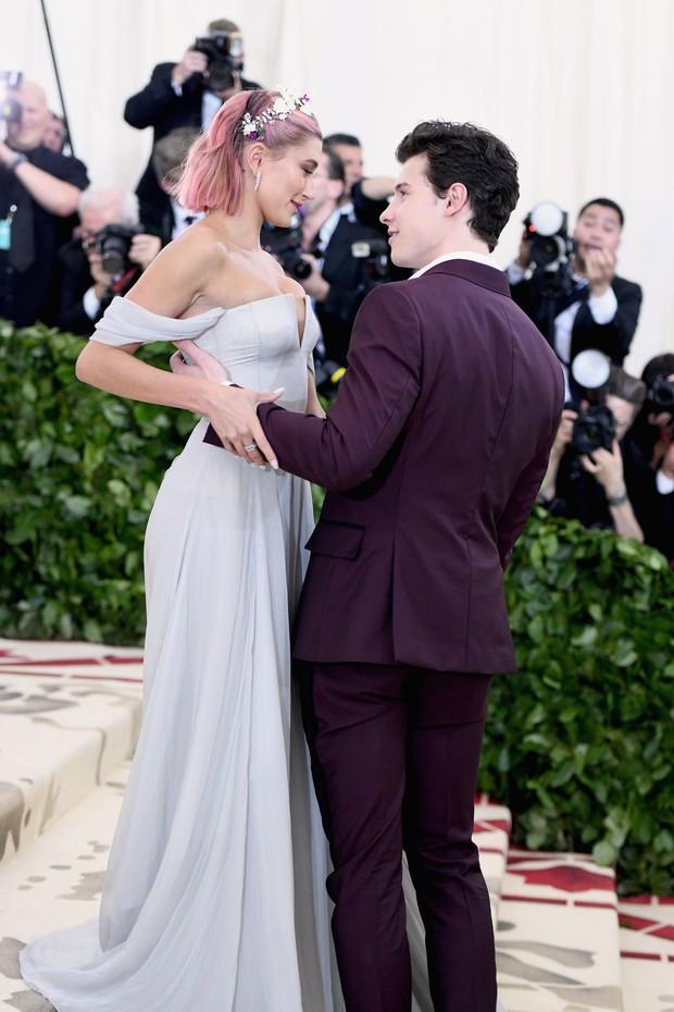 Shawn Mendes có câu trả lời bất ngờ khi được hỏi có muốn hát tại đám cưới của bạn gái cũ Hailey với Justin - Ảnh 1.