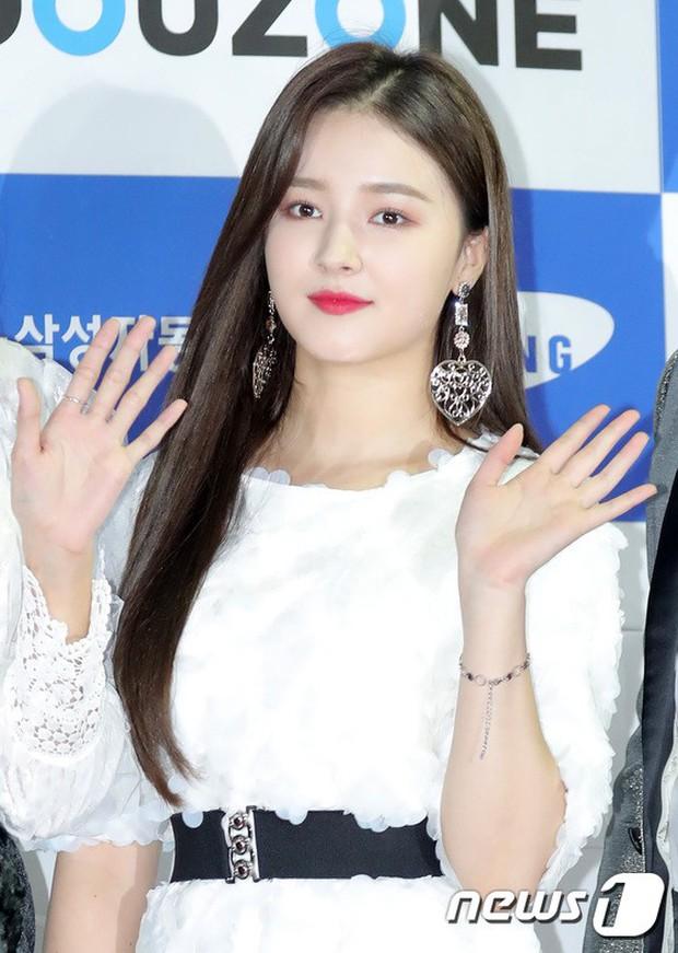 Thảm đỏ Asia Song Festival: Vũ Cát Tường lộ diện, nữ thần Nancy, Seventeen và dàn idol mặt trắng bệch thảm họa - Ảnh 3.