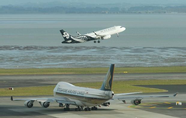 Du khách tới New Zealand bị phạt tới 3.295 USD nếu từ chối mở mật khẩu điện thoại di động - Ảnh 1.