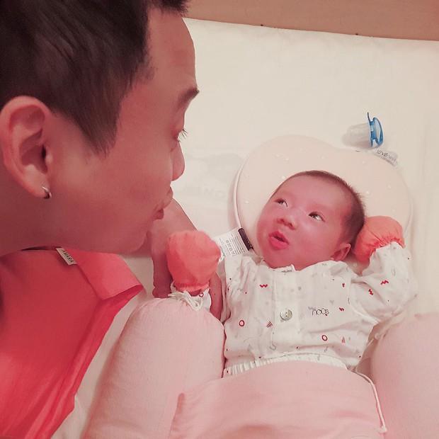 Loạt biểu cảm đưa con gái 20 ngày tuổi của JustaTee lên hàng ngôi sao meme mới của MXH - Ảnh 7.