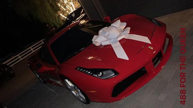 Kylie Jenner hóa trang Halloween thành bươm bướm sexy, tặng mẹ món quà cực chất trị giá 5,8 tỷ - Ảnh 9.