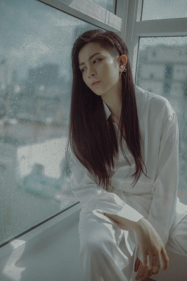 Gil Lê thay đổi hình tượng tóc dài để quảng bá ca khúc hát về người yêu cũ - Ảnh 3.