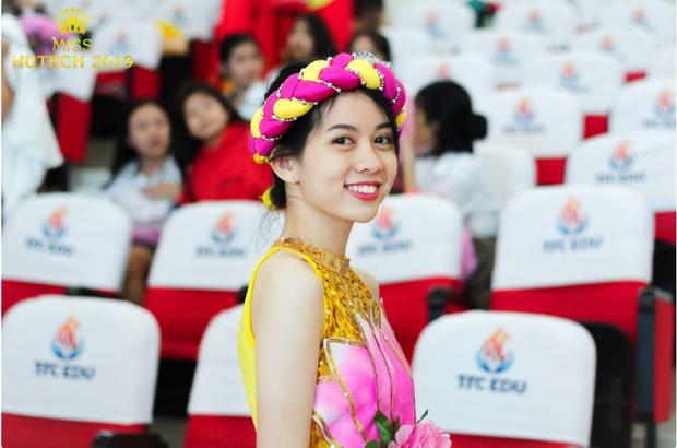 Ngắm dàn nữ sinh 2000 trường em trai Sơn Tùng dự thi Hoa khôi ai cũng thốt lên: Thế hệ 10x giờ đã lớn vậy ư - Ảnh 4.