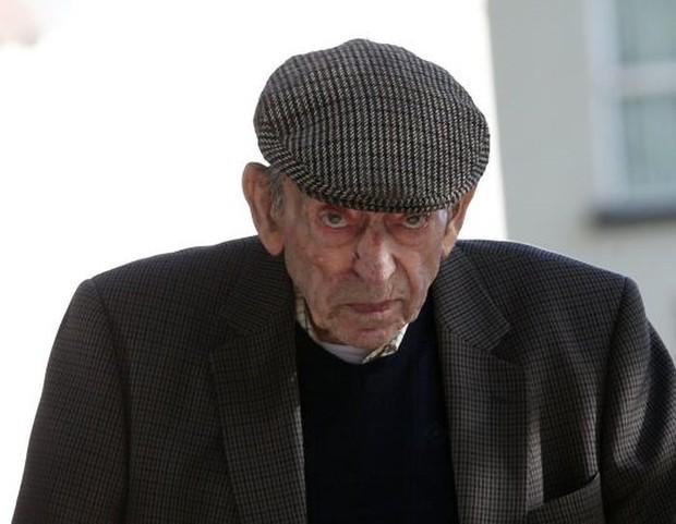 Nạn nhân bị hiếp dâm tố cáo sau 60 năm, thủ phạm thoát tù vì già và ốm - Ảnh 1.