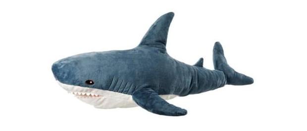 Gặp gỡ Blaha - Chú cá mập nhồi bông đến từ IKEA đang làm náo loạn mạng xã hội thế giới - Ảnh 1.