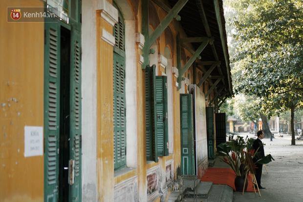 Ngôi trường lâu đời nhất Hà Nội - 110 năm qua vẫn vẹn nguyên vẻ đẹp yên bình, rêu phong và thách thức thời gian - Ảnh 1.