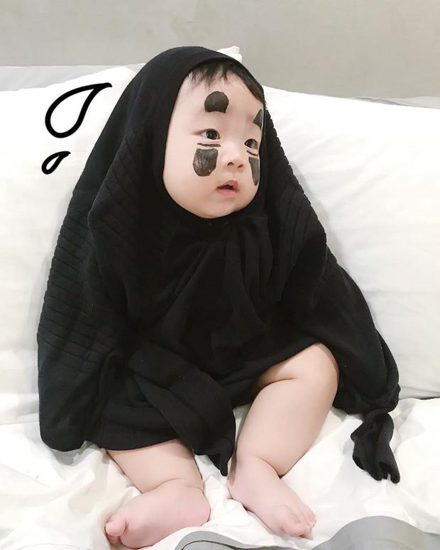 Halloween của các nhóc tỳ nổi tiếng MXH: 2 bé nhà Ngọc Mon hoá Vô Diện, Valak siêu đáng yêu - Ảnh 4.