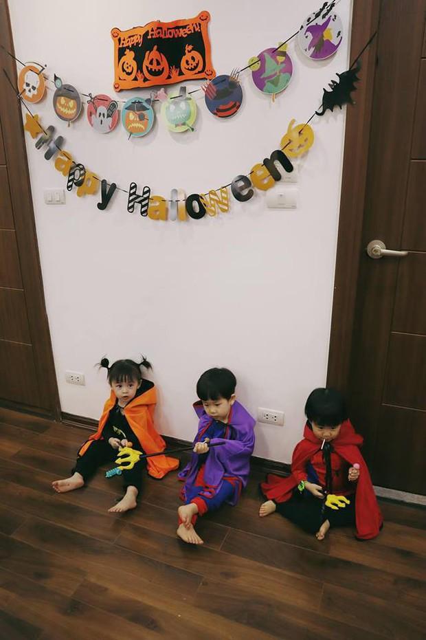 Halloween của các nhóc tỳ nổi tiếng MXH: 2 bé nhà Ngọc Mon hoá Vô Diện, Valak siêu đáng yêu - Ảnh 5.