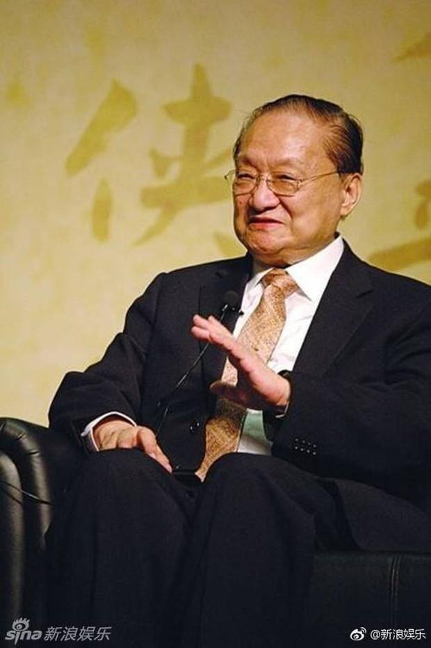 Kim Dung - Cuộc đời đào hoa nhiều bi kịch 3 lần kết hôn trắc trở- Ảnh 2.