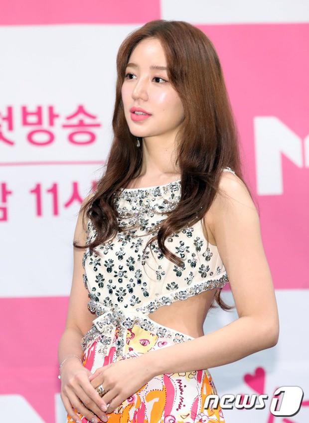 Trở lại sau 5 năm, Yoon Eun Hye hở da thịt táo bạo song gương mặt đầy dấu hiệu thẩm mỹ của cô mới gây chú ý - Ảnh 6.