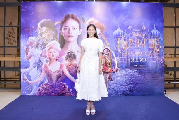 Hoa hậu Tiểu Vy xinh như công chúa trong buổi ra mắt Kẹp Hạt Dẻ và Bốn Vương Quốc - Ảnh 5.