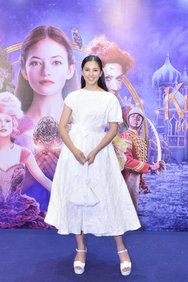 Hoa hậu Tiểu Vy xinh như công chúa trong buổi ra mắt Kẹp Hạt Dẻ và Bốn Vương Quốc - Ảnh 7.