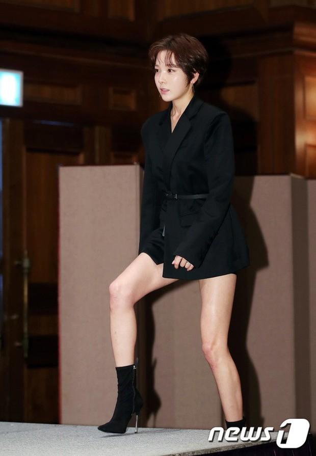 Trở lại sau 5 năm, Yoon Eun Hye hở da thịt táo bạo song gương mặt đầy dấu hiệu thẩm mỹ của cô mới gây chú ý - Ảnh 10.