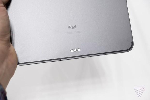 Ngắm ảnh cận cảnh iPad Pro mới: Chiếc tablet thiết kế toàn màn hình đầu tiên của Apple - Ảnh 10.