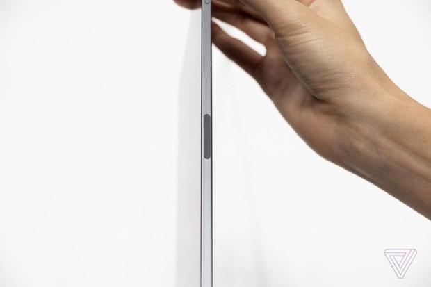 Ngắm ảnh cận cảnh iPad Pro mới: Chiếc tablet thiết kế toàn màn hình đầu tiên của Apple - Ảnh 11.