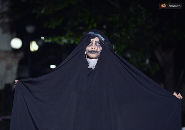 Màn hóa trang Halloween kinh dị nhất tại Đại học Mỹ Thuật Việt Nam - Ảnh 12.