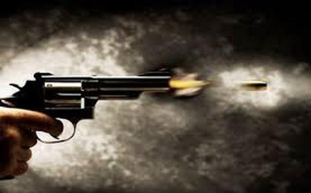 Đôi nam nữ bị 2 thanh niên dùng vật nghi là súng khống chế cướp xe SH và ĐTDĐ ở vùng ven Sài Gòn - Ảnh 1.
