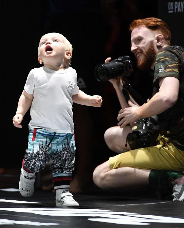 Bặm trợn, đầu gấu nhưng Gã điên Conor McGregor lại có một cậu quý tử đáng yêu hết cỡ - Ảnh 3.
