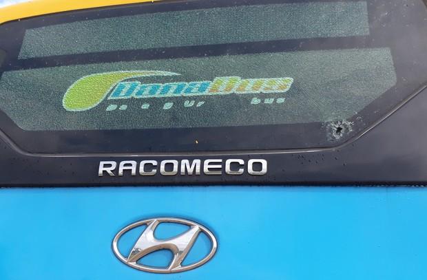 Thanh niên xăm trổ cầm mã tấu tấn công xe buýt ở Đà Nẵng khiến nhiều hành khách hoảng sợ - Ảnh 4.