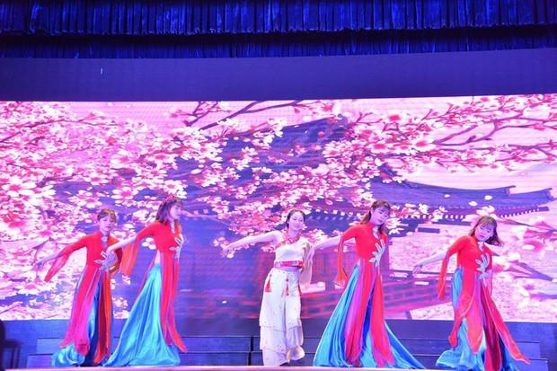 Báo Trung Quốc đồng loạt đưa tin về cuộc thi tài năng sinh viên tiếng Trung tổ chức tại Đại học Hà Nội - Ảnh 7.