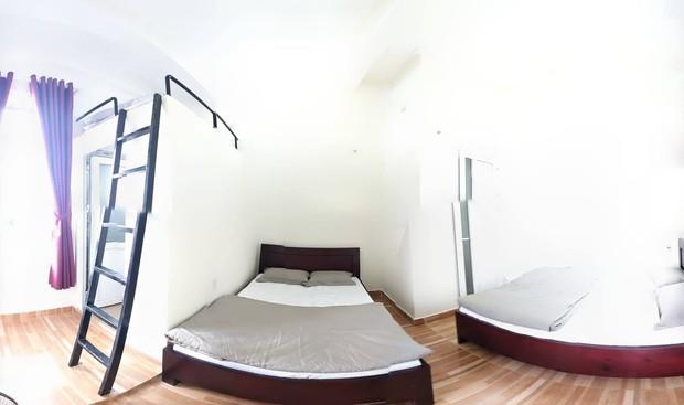 Nhóm khách tố hostel ở Đà Lạt tính chênh ngày thuê phòng, còn mượn điện thoại để chat với bạn bè của khách: Chủ hostel thừa nhận sai sót! - Ảnh 2.