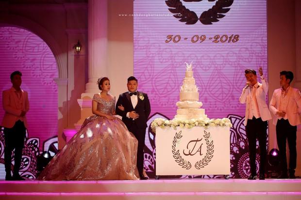 Đám cưới siêu khủng ở Đà Nẵng: Thuê nhà thi đấu có sức chứa hơn 7.000 khách, mời dàn ca sĩ nổi tiếng Đàm Vĩnh Hưng, Dương Triệu Vũ - Ảnh 3.