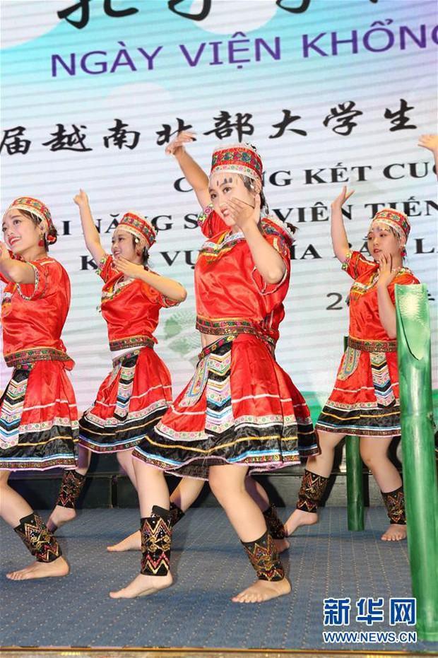 Báo Trung Quốc đồng loạt đưa tin về cuộc thi tài năng sinh viên tiếng Trung tổ chức tại Đại học Hà Nội - Ảnh 3.
