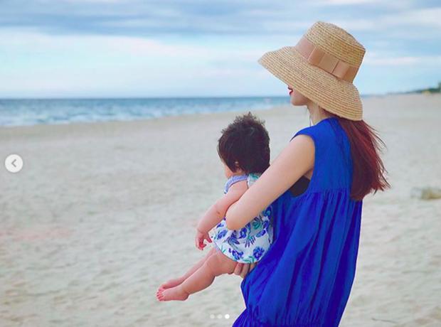 Đặng Thu Thảo khoe khoảnh khắc bình yên bên con gái 6 tháng tuổi - Ảnh 3.