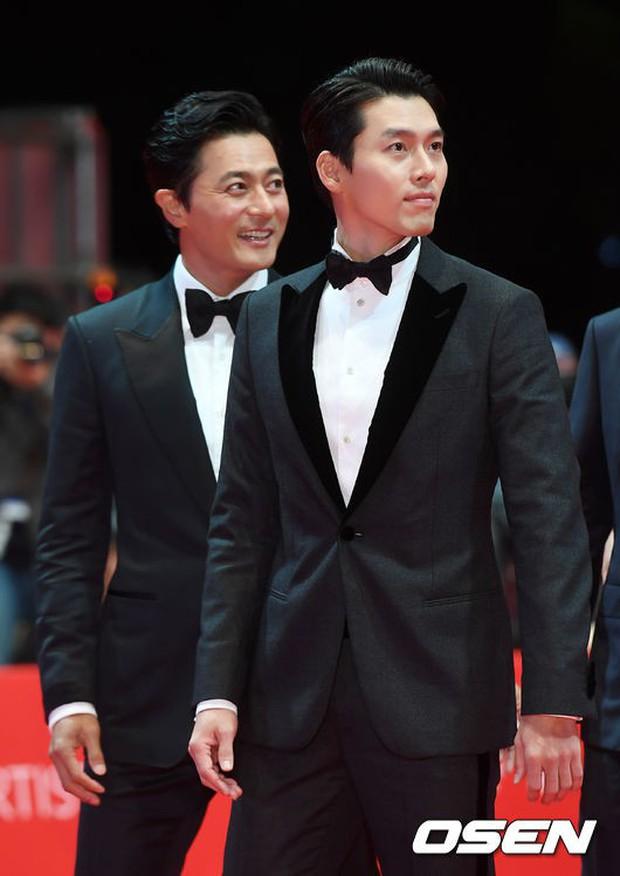 Thảm đỏ LHP quốc tế Busan hội tụ gần 30 siêu sao: Jang Dong Gun - Hyun Bin như ông hoàng, dàn mỹ nhân quá lộng lẫy - Ảnh 2.
