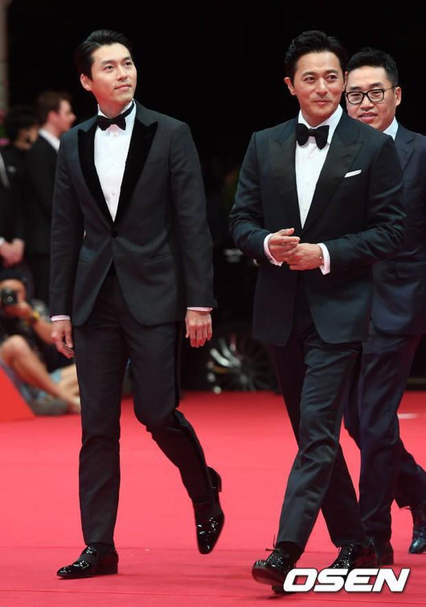 Thảm đỏ LHP quốc tế Busan hội tụ gần 30 siêu sao: Jang Dong Gun - Hyun Bin như ông hoàng, dàn mỹ nhân quá lộng lẫy - Ảnh 3.